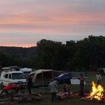 Night is falling over the campsite of the Sustainable Living Weekend